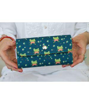 Большой дизайнерский кошелек женский с рисунком Лягушата