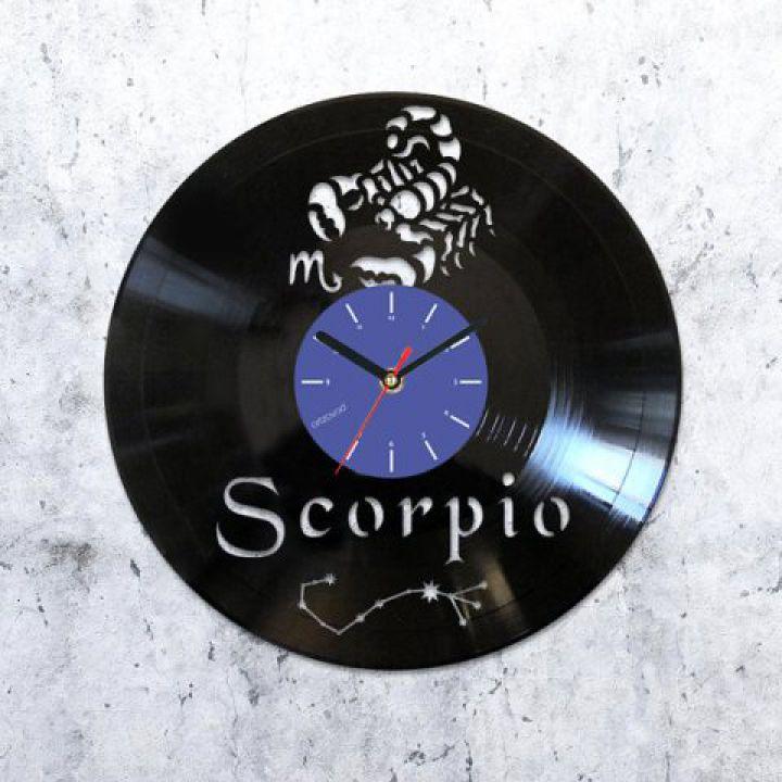 Виниловые часы Скорпион