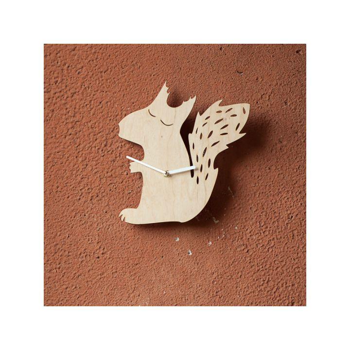 Деревянные настенные часы Белочка
