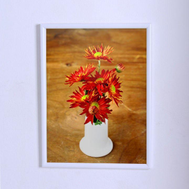Постер для дома Красные цветы в белой вазе