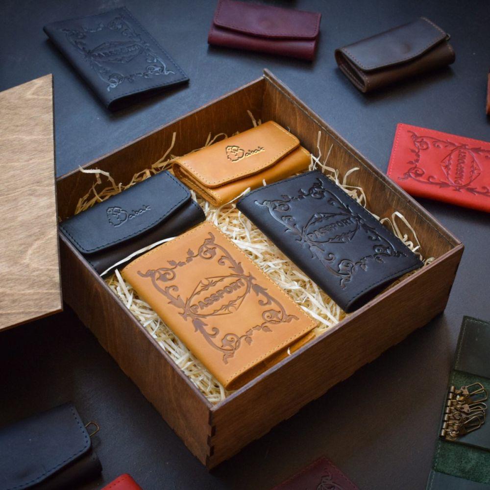 513288251d28 Набор кожаных аксессуаров Mr. & Mrs. Brown Nut - Купить мужской ...