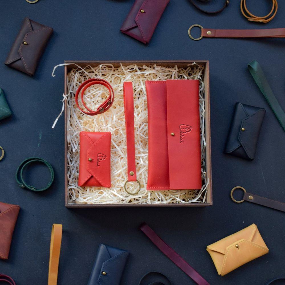 edb5c23c3128 Набор кожаных аксессуаров Lille Red - Купить женские подарочные ...