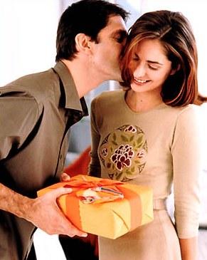 Что подарить любимым женщинам на 8 марта?